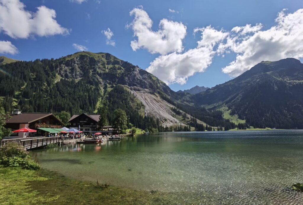Wo am Vilsalpsee parken - um diese schöne Landschaft in den Alpen zu genießen. Wir verraten dir alles dazu.